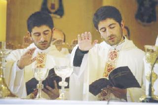 Felipe y Paulo son gemelos y sacerdotes