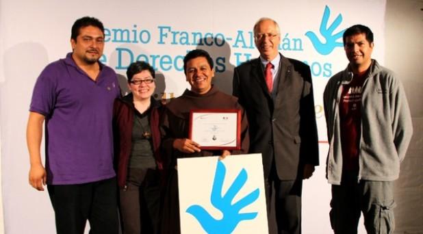 Premian a un franciscano por su labor en defensa de los migrantes