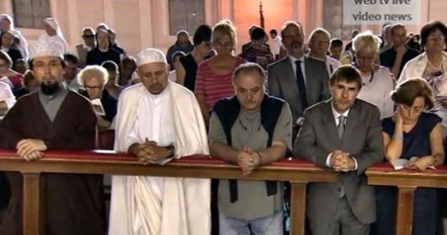Diversos credos unidos en oración por la paz
