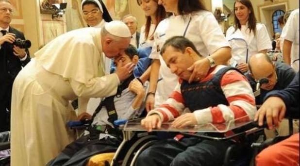 """""""Estamos en medio de las llagas de Jesús"""": el Papa en Asís"""