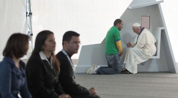 """""""Dios no se cansa nunca de perdonarnos"""": Francisco"""