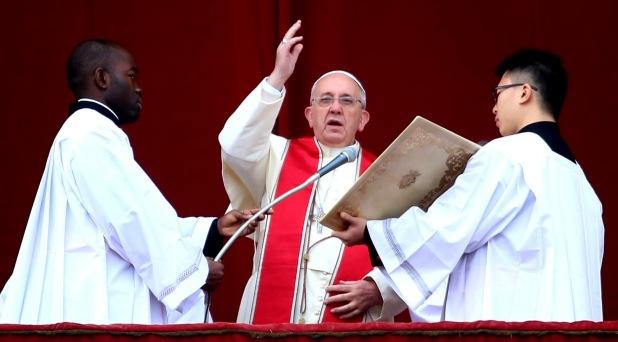 En su mensaje de Navidad, el Papa insiste en su oración por la paz