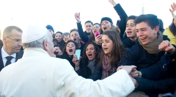 La educación, vocación natural de la familia: Francisco