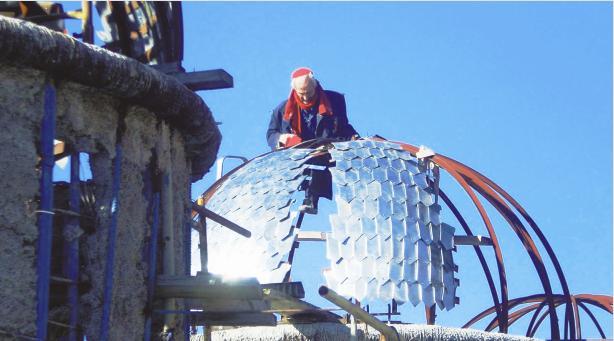 hombre solo construye catedral