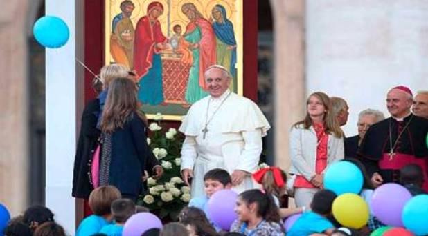 Francisco pide a las familias rezar por el Sínodo dedicado a ellas
