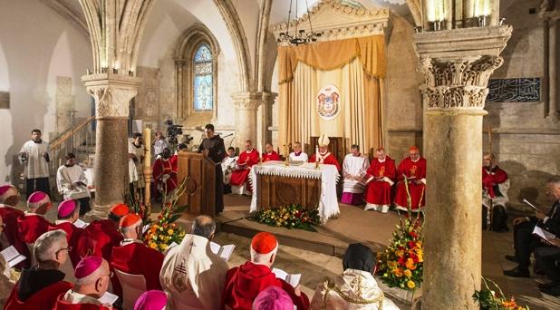 """""""En el Cenáculo nació la Iglesia y fue enviada"""": Francisco"""