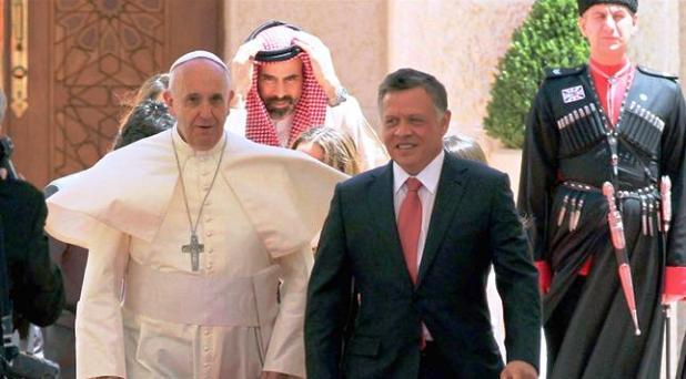 El Papa llama a esforzarse por una paz duradera en Medio Oriente