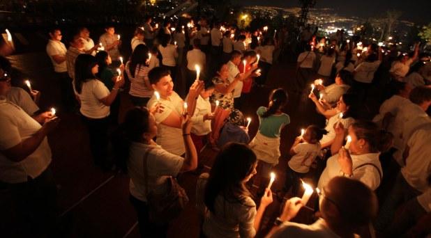 Jóvenes de todo el mundo en vigilia de oración por la paz en Tierra Santa