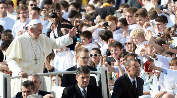 Francisco reza por China y recuerda a Pablo VI