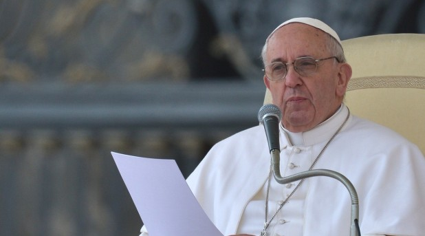 Francisco pide perdón por los escándalos al interior de la Iglesia