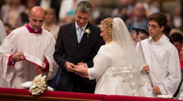 """El matrimonio no es """"una novela"""", es el sacramento del amor de Cristo y la Iglesia"""