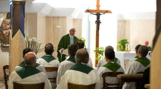 Francisco ora por los cristianos coptos asesinados