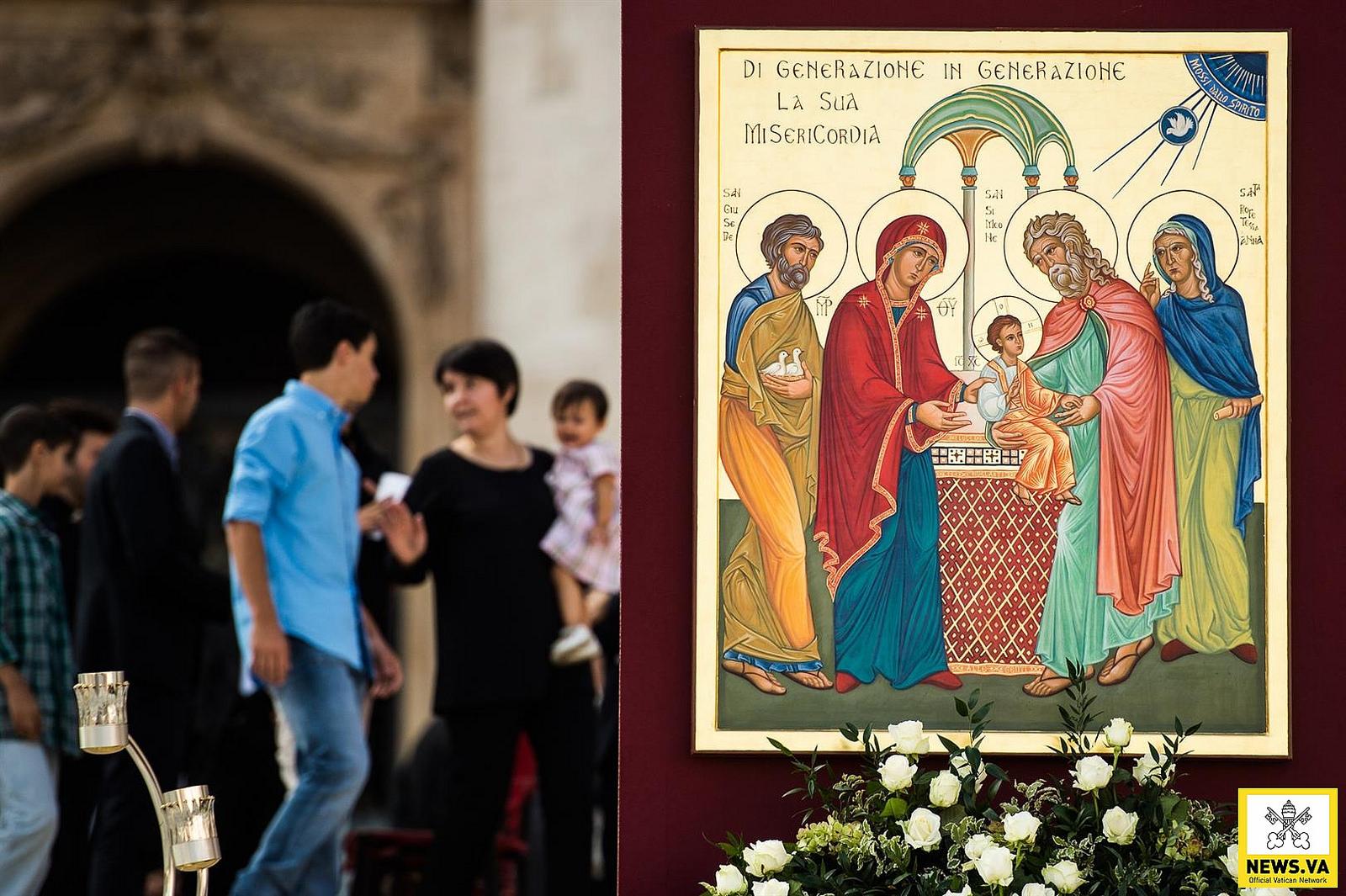 """""""Cuidemos de la familia"""": Francisco al Sínodo"""