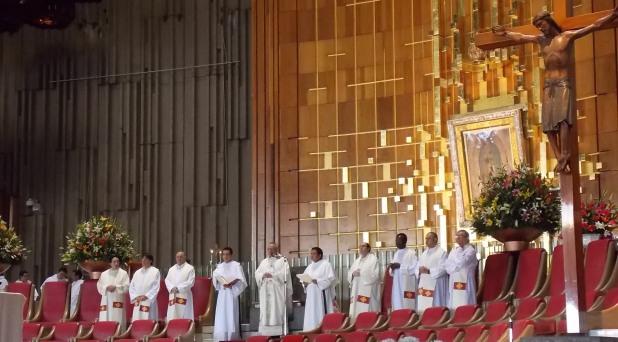 Universidad Pontificia ora por desaparecidos de Ayotzinapa