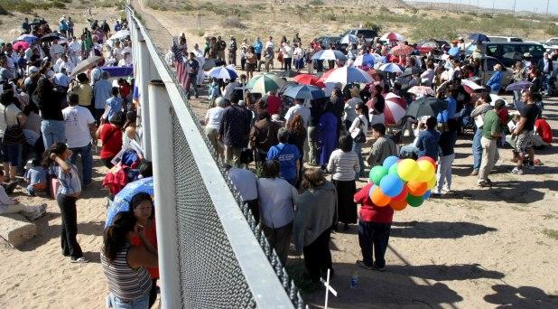 """""""Invitamos al Papa a venir a la frontera"""": obispos de Texas y Juárez"""