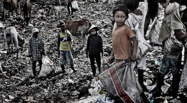 Francisco urge al G-20 políticas a favor de los pobres y marginados