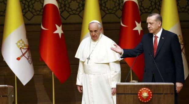 """Francisco en Turquía, """"tierra que puede favorecer el encuentro de civilizaciones"""""""