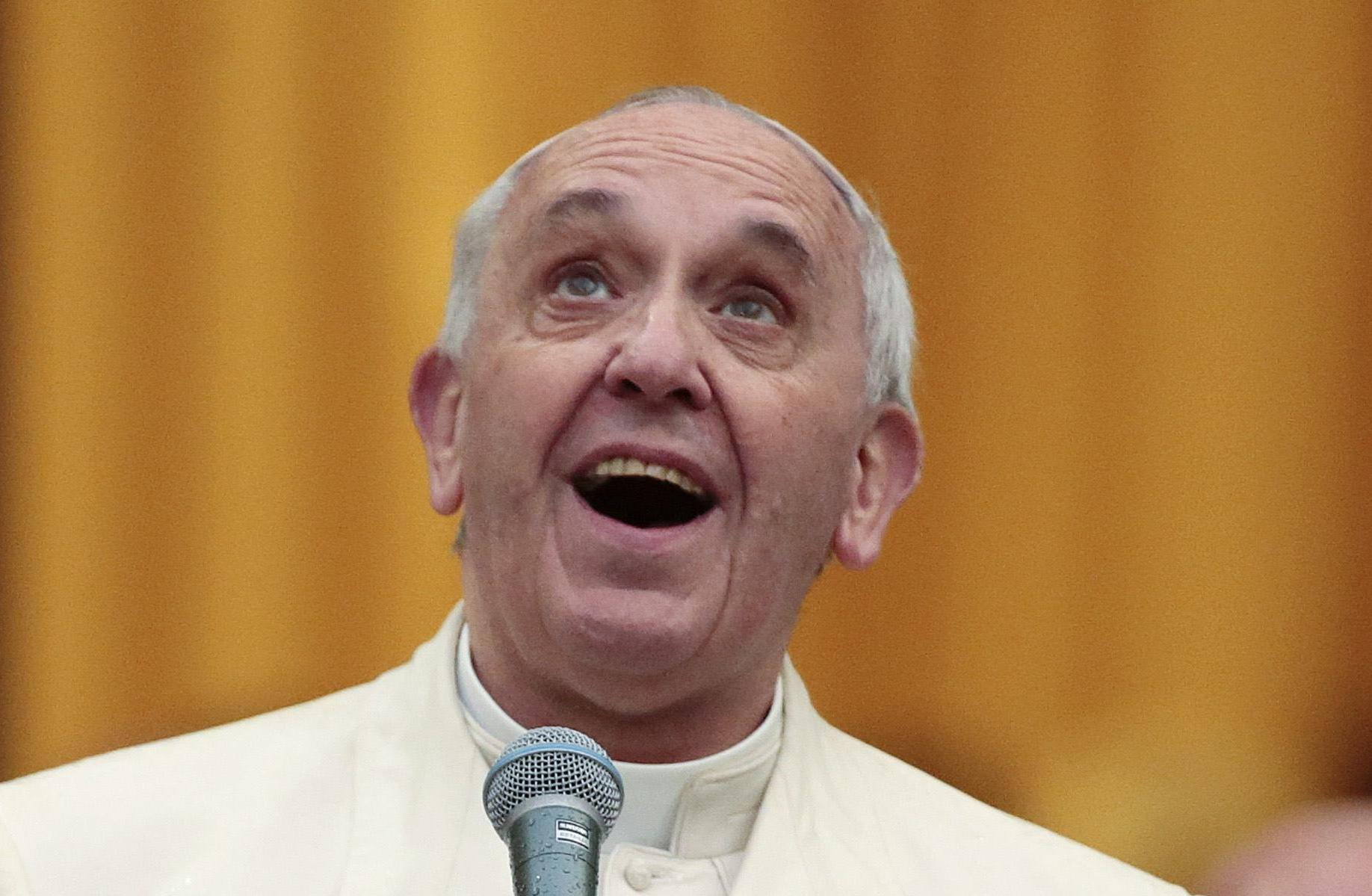 Nos gusta estar enjaulados por tantos fuegos artificiales: Papa Francisco