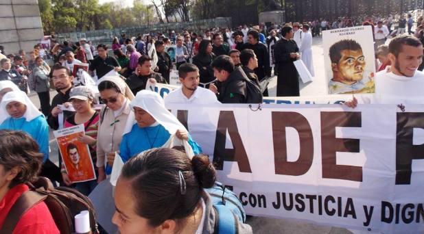 Creyentes de distintas Iglesias acompañan marcha en solidaridad con Ayotzinapa