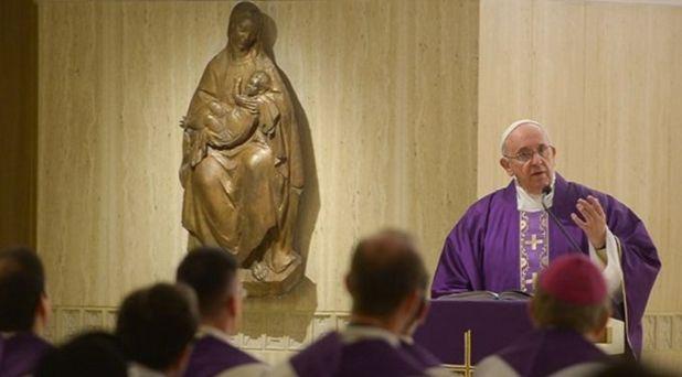 El sacerdote es un mediador del amor de Dios, no un intermediario rígido