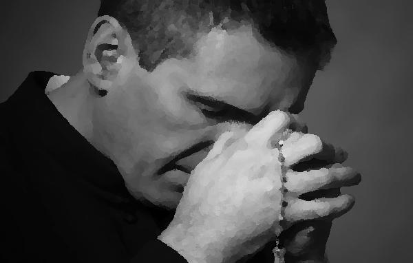 Una vez más: con puñetazos asaltan a sacerdote en su parroquia