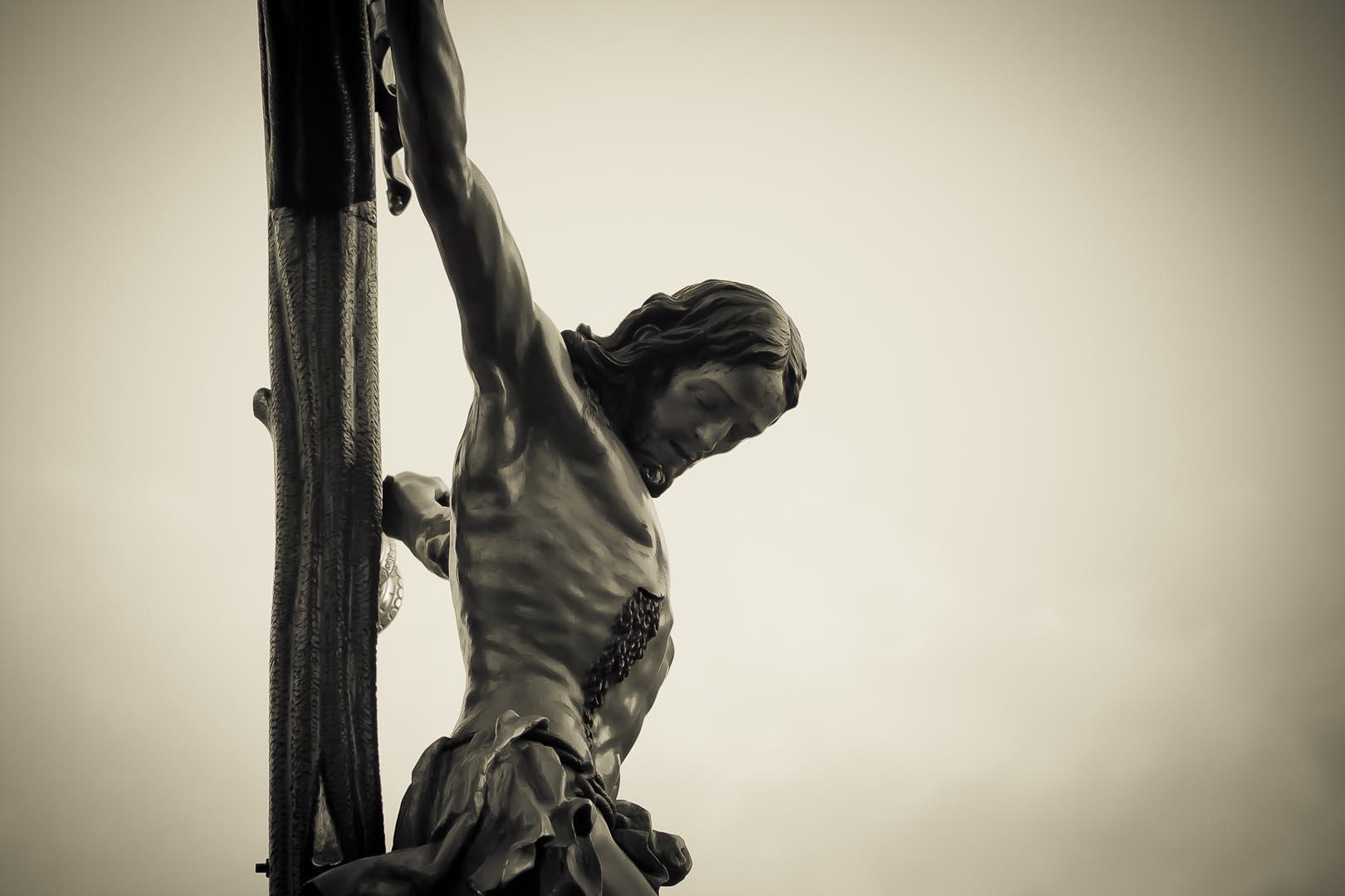 ¿Qué hace Dios en la Cruz?