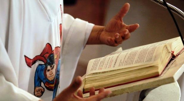 Los sacerdotes no somos súper héroes