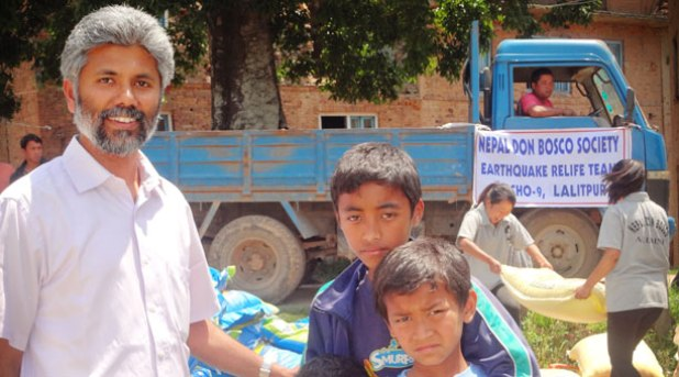 La destrucción y el miedo dificultan la ayuda en Nepal