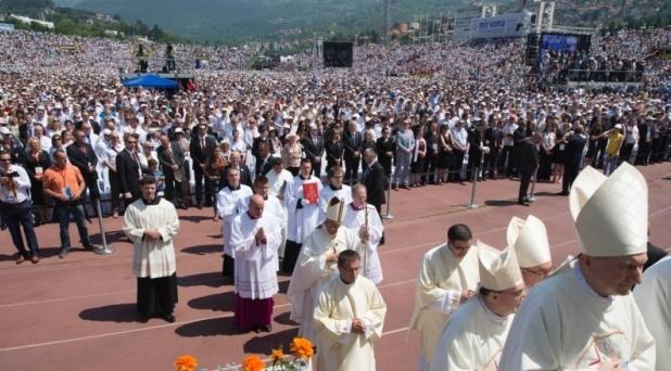 Ser constructores de paz más que predicadores de ella: Francisco en Sarajevo