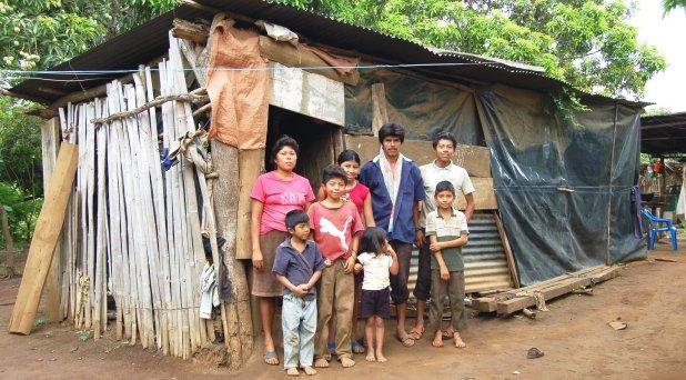 Combatir la espiral perversa entre familia y pobreza: Francisco