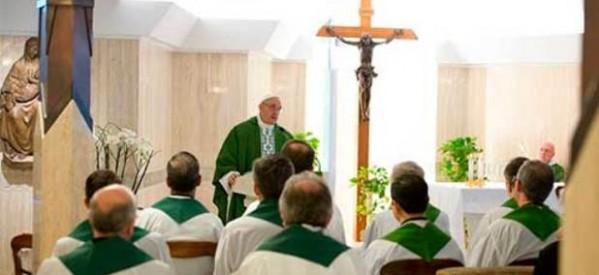 Francisco: la oración nace de la fe y es 'coraje'