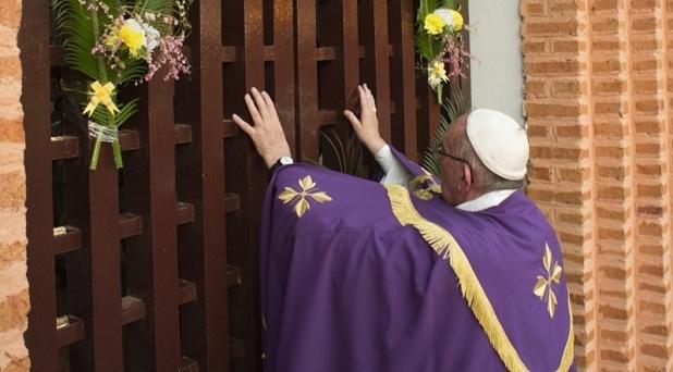 Francisco abre la Puerta de la Misericordia en Bangui