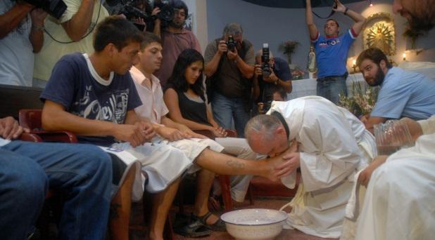 El Papa dispone que no sean sólo hombres los elegidos para el lavatorio de los pies en la Liturgia del Jueves Santo