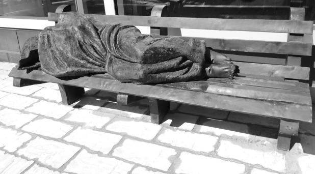 """Francisco bendice imagen de """"Jesús sin techo"""""""