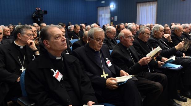 Los laicos y el horrible vicio del clericalismo