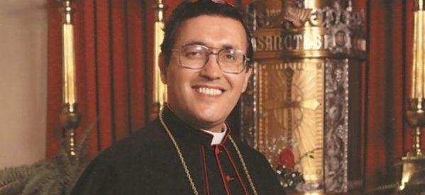 """""""Obispo del barrio"""" en California, camino a los altares"""