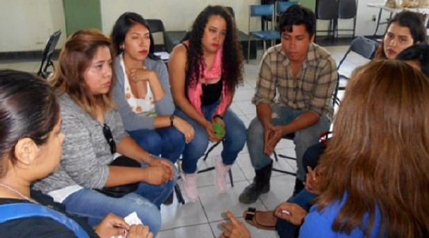 """Realizan foro juvenil """"Conversando por la paz"""""""