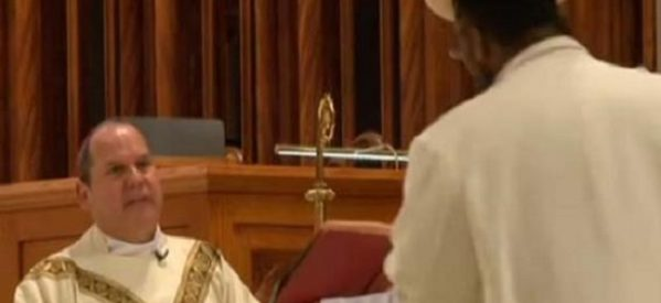 Atacan a obispo cuando celebraba la Eucaristía