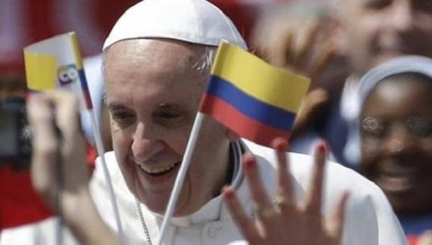 """Francisco: para construir la paz, """"un pacto social y cultural"""""""