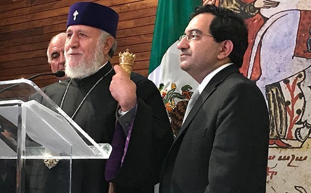 Asiste por primera vez a México Karekin II, patriarca de los armenios