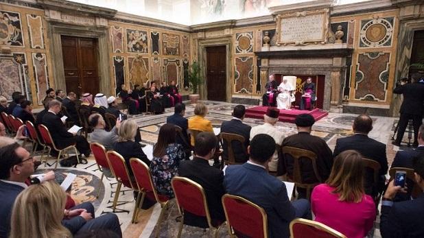 Francisco: Violencia cometida en nombre de la religión es una blasfemia a Dios