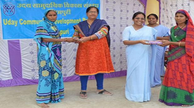 Religiosas católicas apoyan a mujeres de la India en su desarrollo social