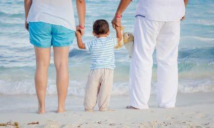 Educa en la fe a tus hijos antes de que el mundo los «deseduque»