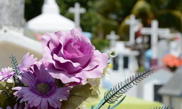 La diferencia entre el día de los muertos y la fiesta de los fieles difuntos