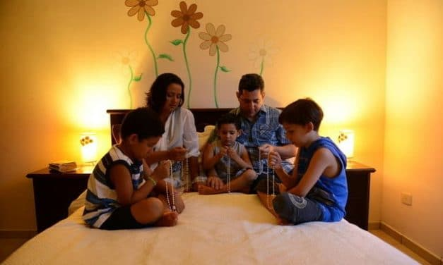 Recemos el Rosario en familia