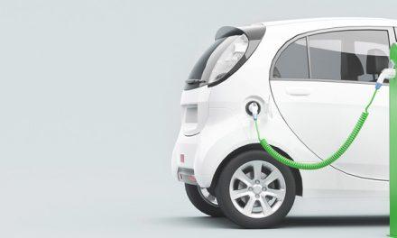 ¿Qué tal un carro híbrido o eléctrico?