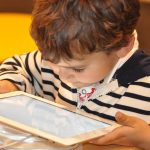 Muchos padres de familia no saben qué hacer con la adicción de sus hijos a las tecnologías
