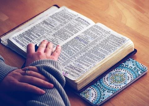 La Virgen María a Lucía: «Quiero que aprendas a leer»