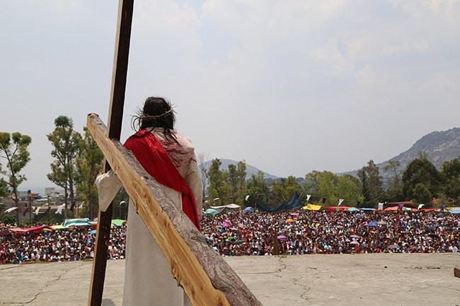 Fe viva que se hace presente en el vía crucis de Iztapalapa