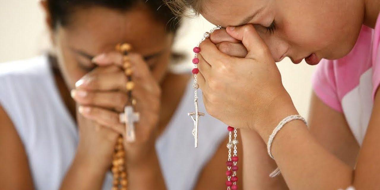 Siete momentos para rezar el Rosario